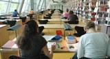 Studierende-im-Freihandbereich-der-Universitätsbibliothek