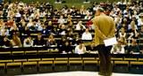 Vorlesung-Staatsrecht-I-im-großen-Hörsaal-des-Audimax