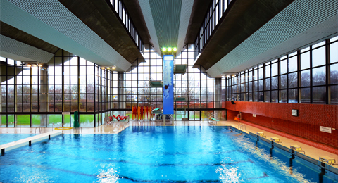 The picture shows the indoor swimming pool at the sports centre; Phote: Jürgen Haacks / Uni Kiel